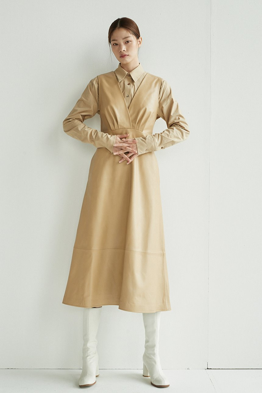 [신세경착용]GWANGHWAMUN V-neck leather dress (Sand brown)