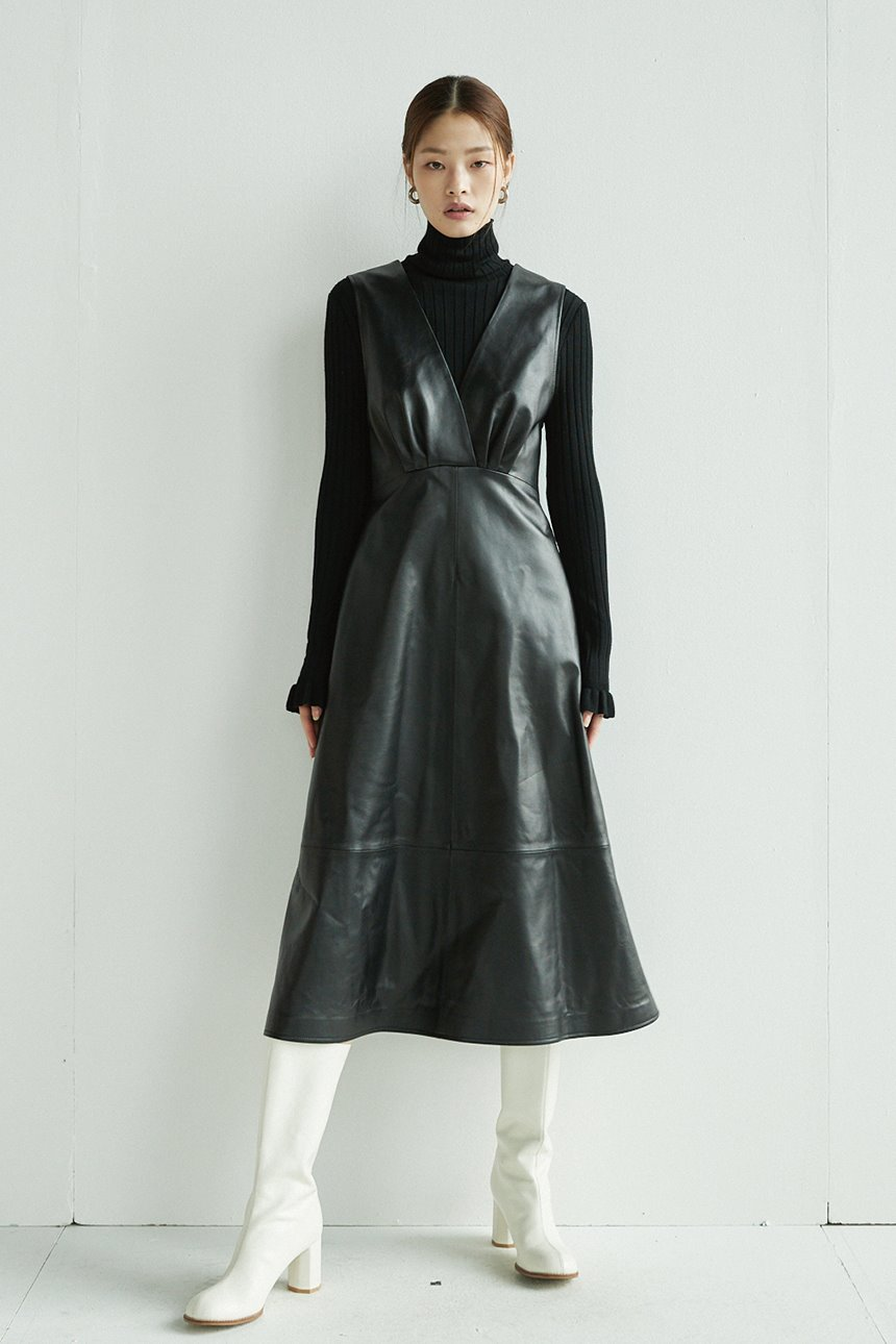 GWANGHWAMUN V-neck leather dress (Black)