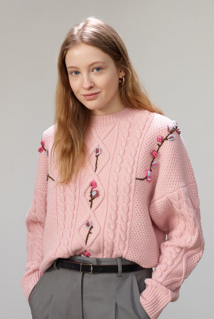 [앤유X노필터TV]CAMELLIA cable flower sweater (Baby pink)